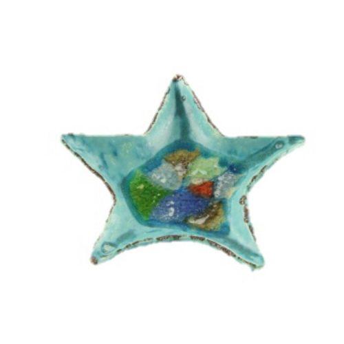 schaal van keramiek met knikkers in de vorm van een ster