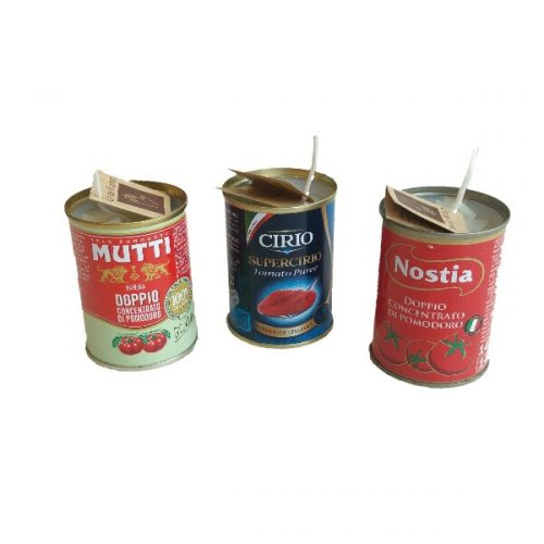 kaarsen in oude blikjes tomatenpuree