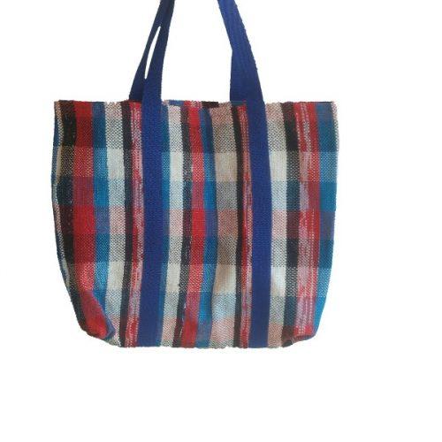 handgeweven shopper van plastic tasje in rood-wit-blauw