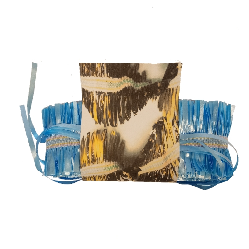 slinger geweven met cadeaulint in blauw