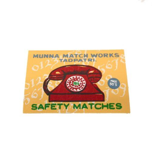 adresboekje met voorkant van safety matches