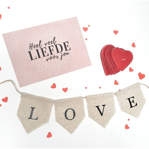 doosje liefde een brievenbusdoosje met handgemaakte cadeautjes in thema liefde