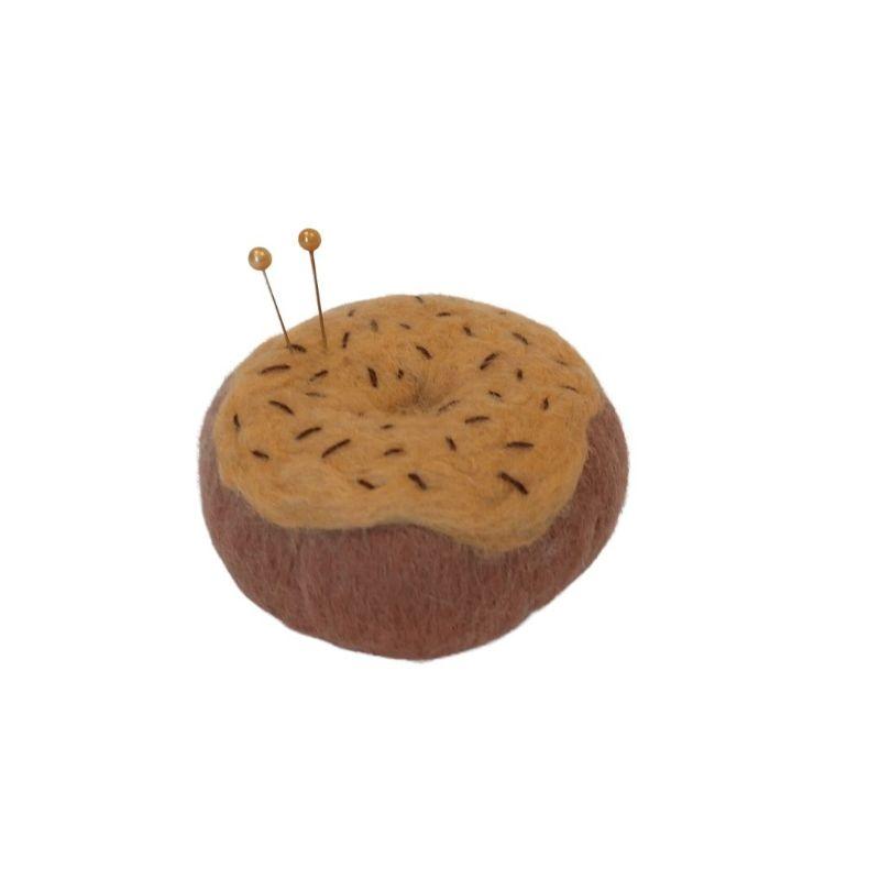 donut van vilt als speldenkussen