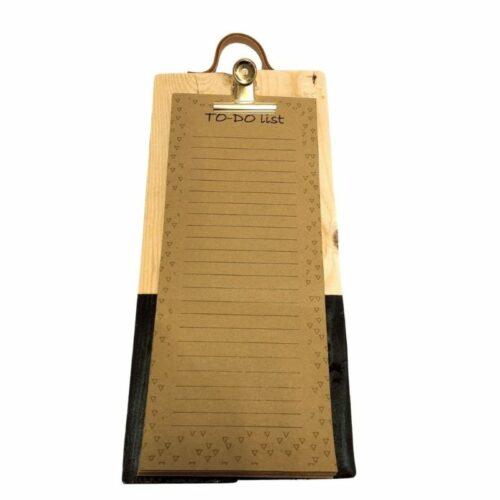 to do lijst op klembord van pallethout